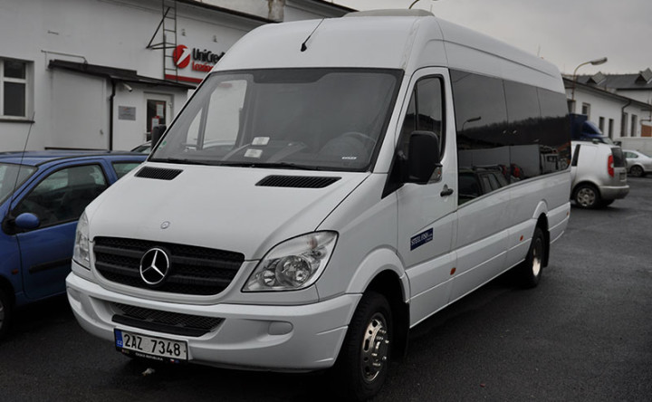 Mercedes Sprinter 19+1+1 bílý
